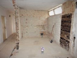Při rekonstrukci domu vás zřejmě nemine bourání původních příček v rámci změny dispozice.