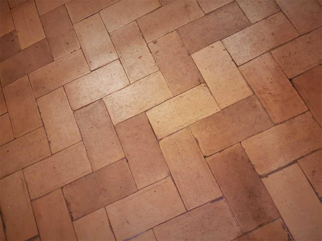 Obdélníkové půdovky o rozměrech 29 x 14 x 3 - 4 cm.
