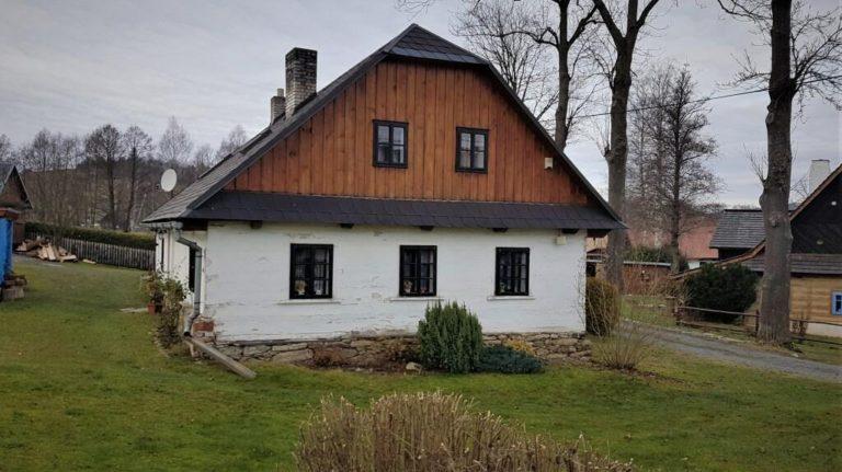 Rozsáhlá rekonstrukce chaty vyžaduje projekt rekonstrukce chaty, který je povinnou přílohou žádosti o stavební povolení/ohlášení stavby.