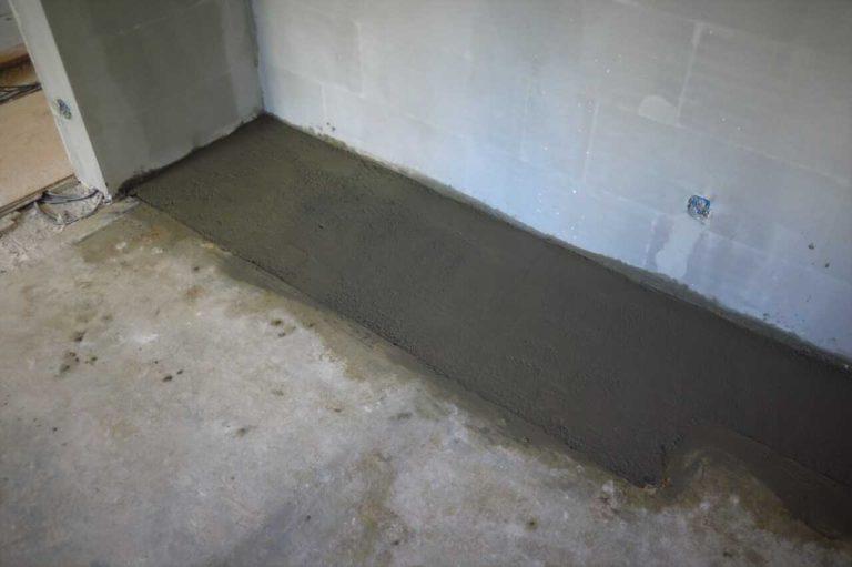 Oprava betonové podlahy beotnovou mazaninou.
