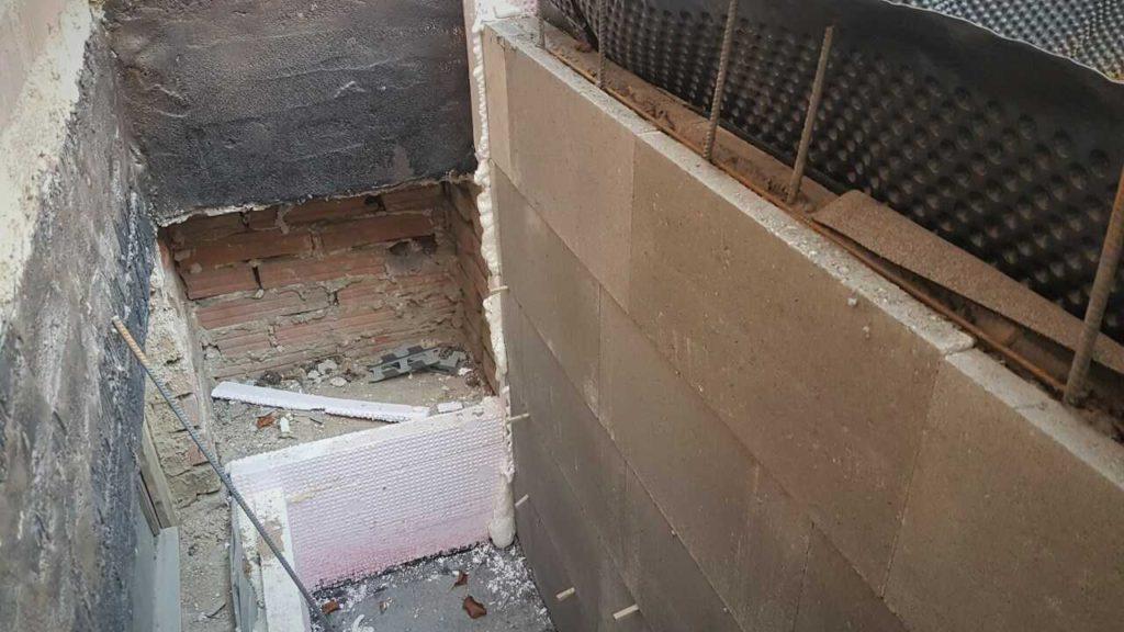 Betonový sklepní světlík ze ztraceného bednění.