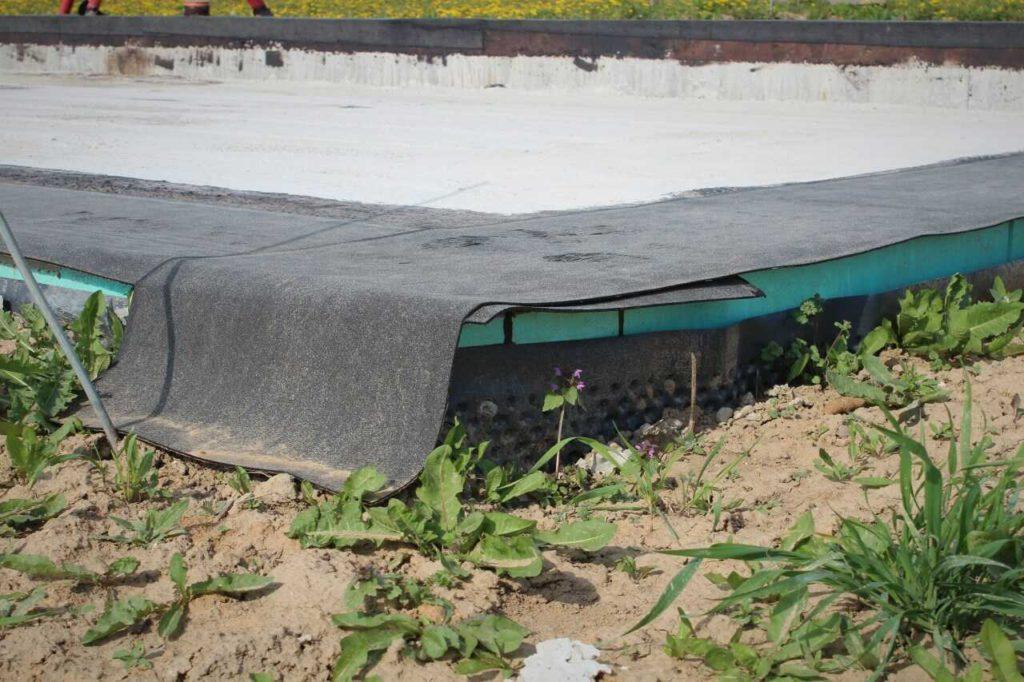 Hydroizolace základové desky asfaltovými pásy - přesah asfaltového pásu by měl být minimálně 100 mm