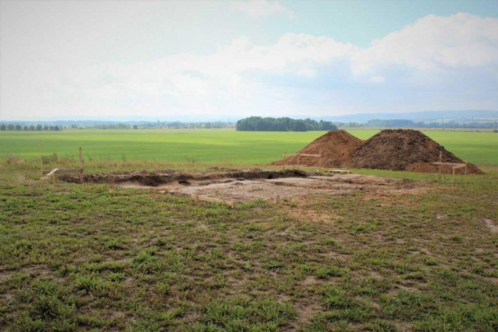 Jak postavit základy domu - skrývka ornice