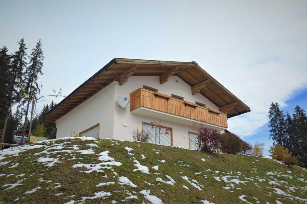 Podbití střechy dřevěnými prkny